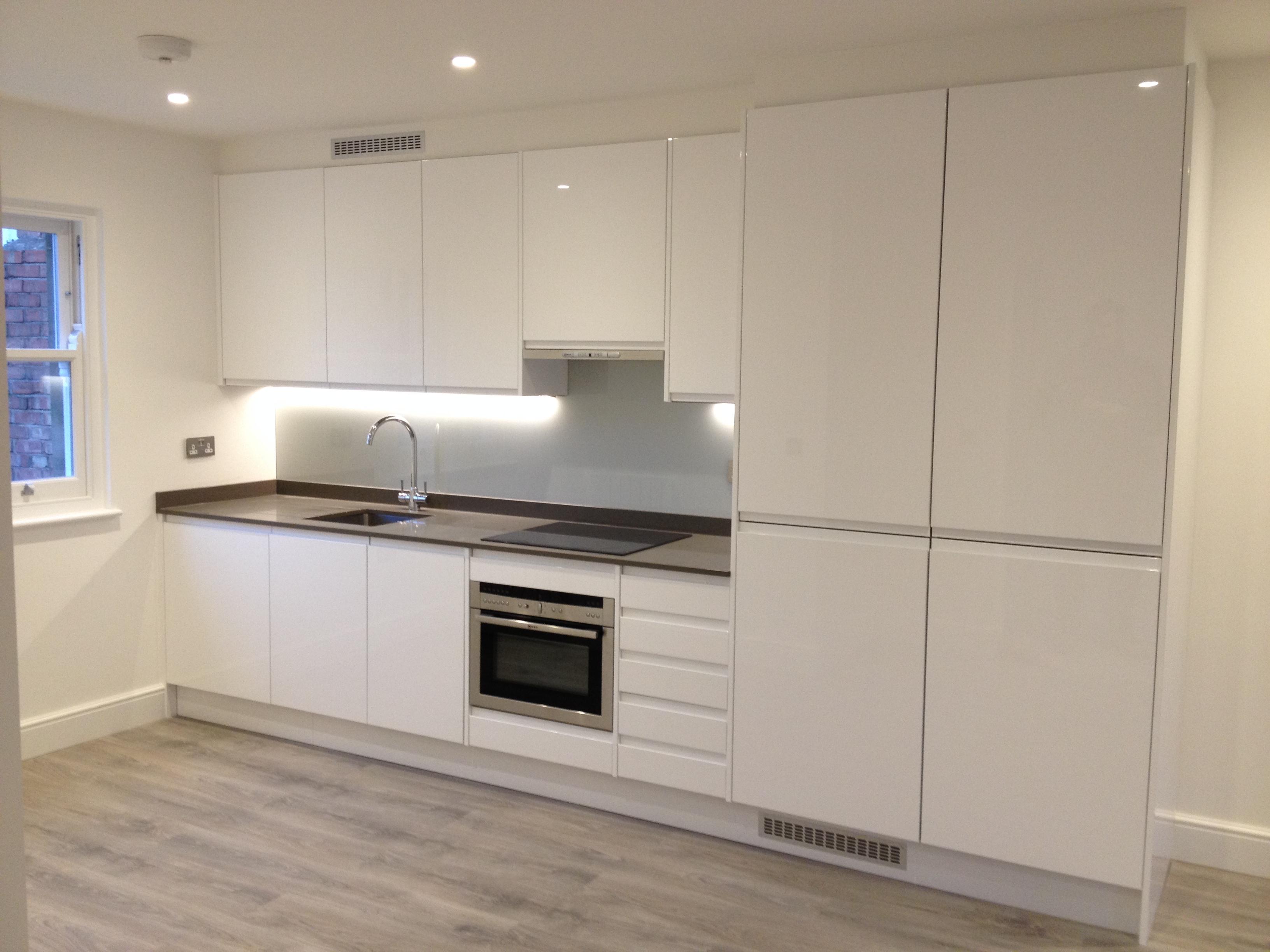 Gloss Matt Wood Kitchen Finishes: Handleless Kitchen Doors, Gloss And Matt